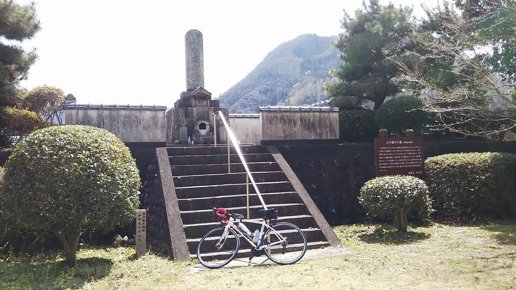 山中鹿之助の墓